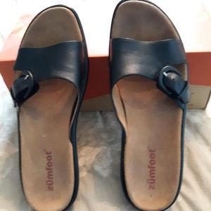 Zumfoot Black leather sandals